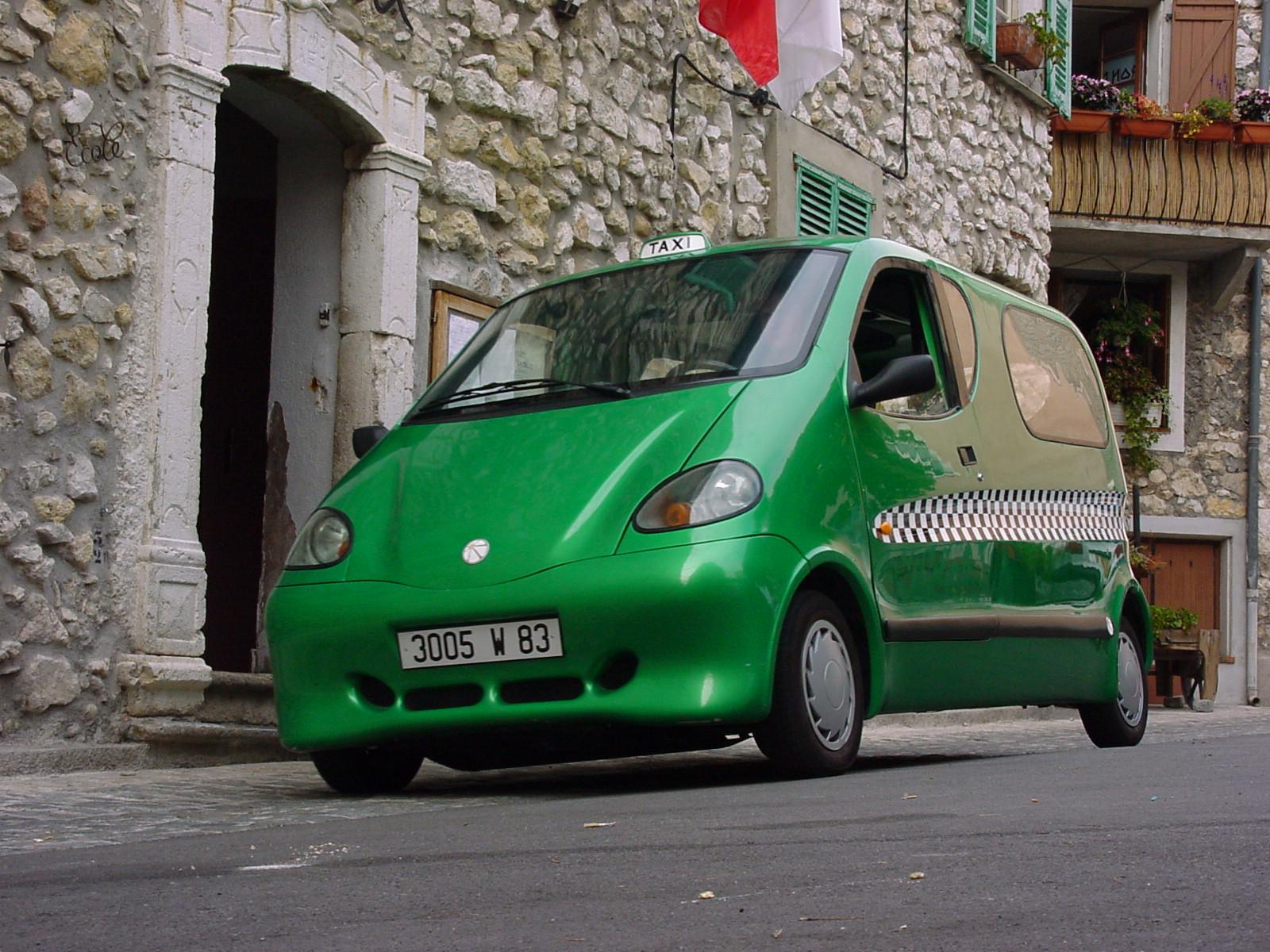 Automóvil que se mueve con aire comprimido