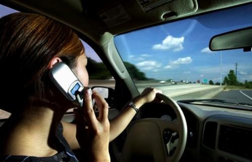 El uso del móvil en el automóvil ya es la primera causa de accidentes