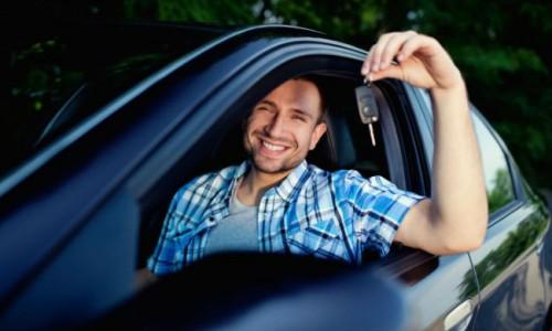 Los jóvenes ahora prefieren automóviles ecológicos, según encuestas