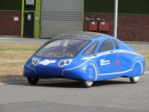 Uno de los primeros automóviles familiares de energía solar