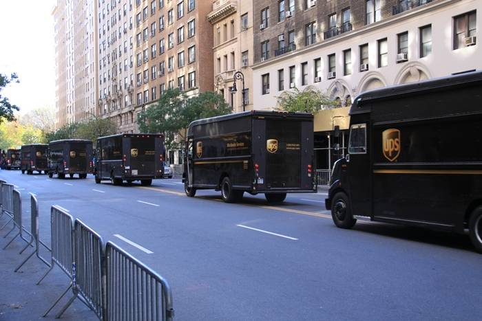 UPS redujo el consumo de sus camiones evitando girar a la izquierda